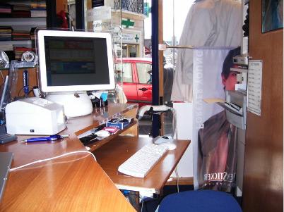 Une caisse iMac tournesol avec le logiciel AlphaMag